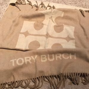 NWT tory burch solid logo oblong scarf